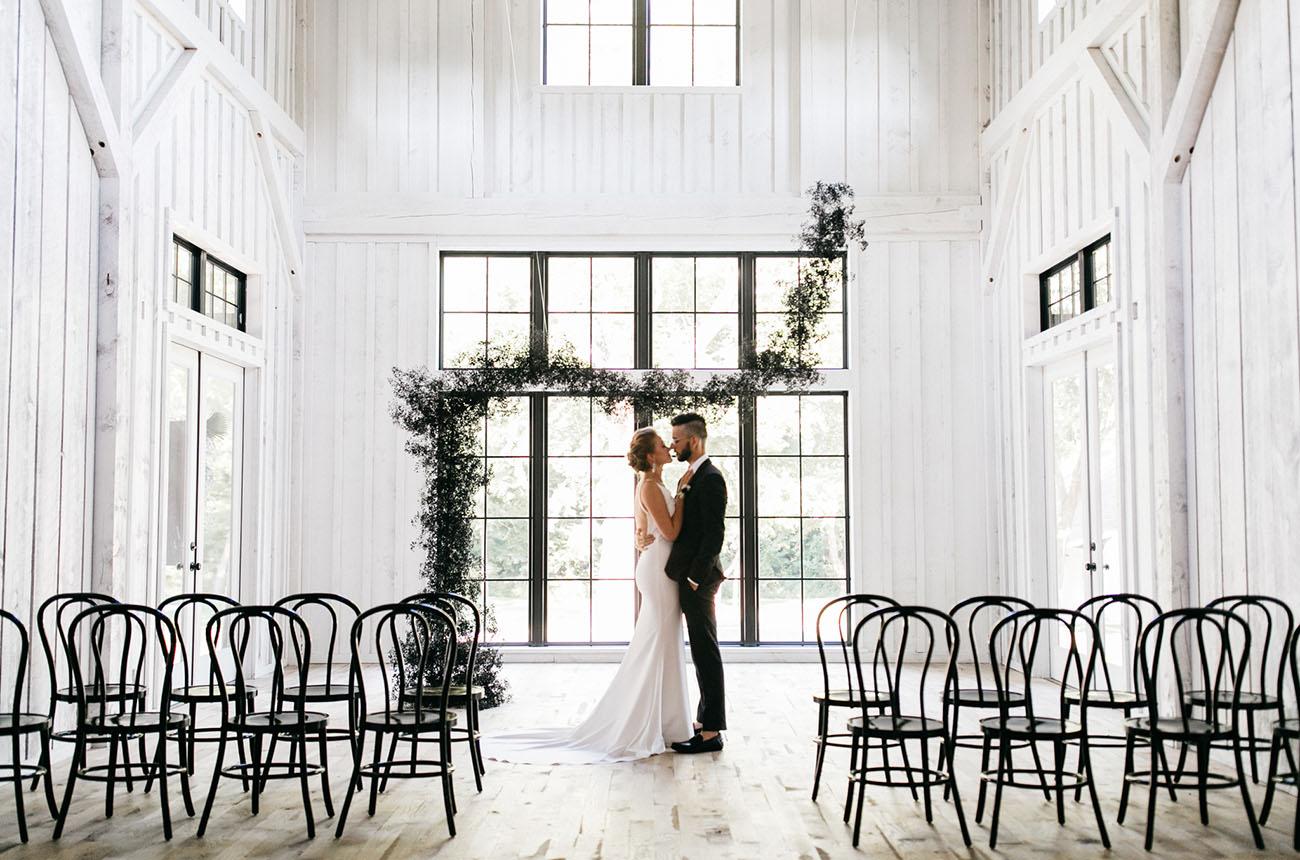 свадьба в стиле минимализм Украшения невесты
